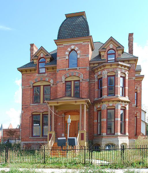 The 2006 restoration of the  Lucian Moore Residence (1883) in Detroit's depleted Brush Park Historic District is rightsizing too. Source: Andrew Jameson, Wikipedia Commons.