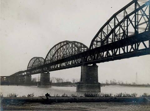 Historic view of the bridge.