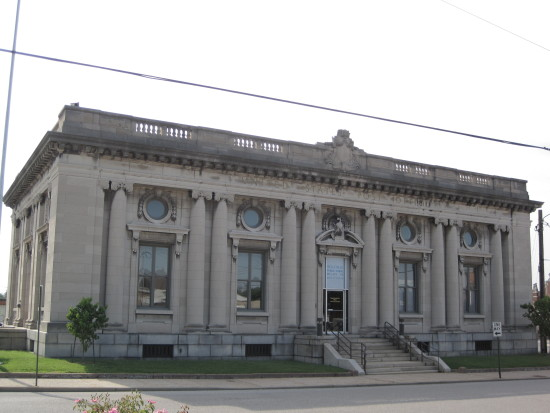 The former Belleville Post Office (1911) is included within the District.